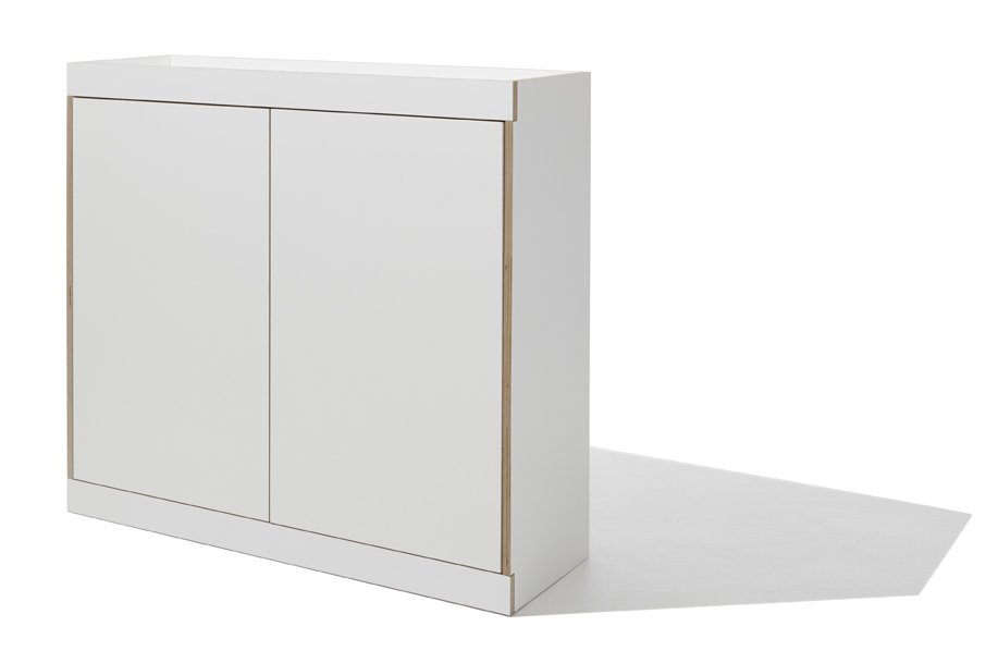 Flai Kommode in weiß mit zwei Türen seitliche Perspektive