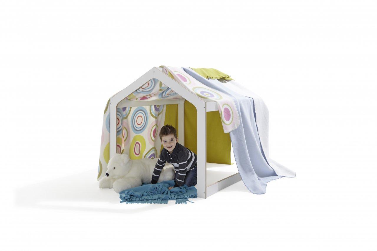 Playhouse Kinderspielhaus mit verschiedenen Kuscheldecken und Teddy