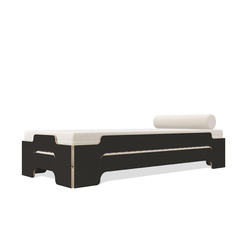 Stapelliege Klassik schwarz matt gestapelt mit Matratze und Nackenkissen